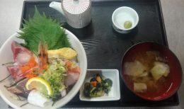 毎週火曜日は海鮮丼の日です。